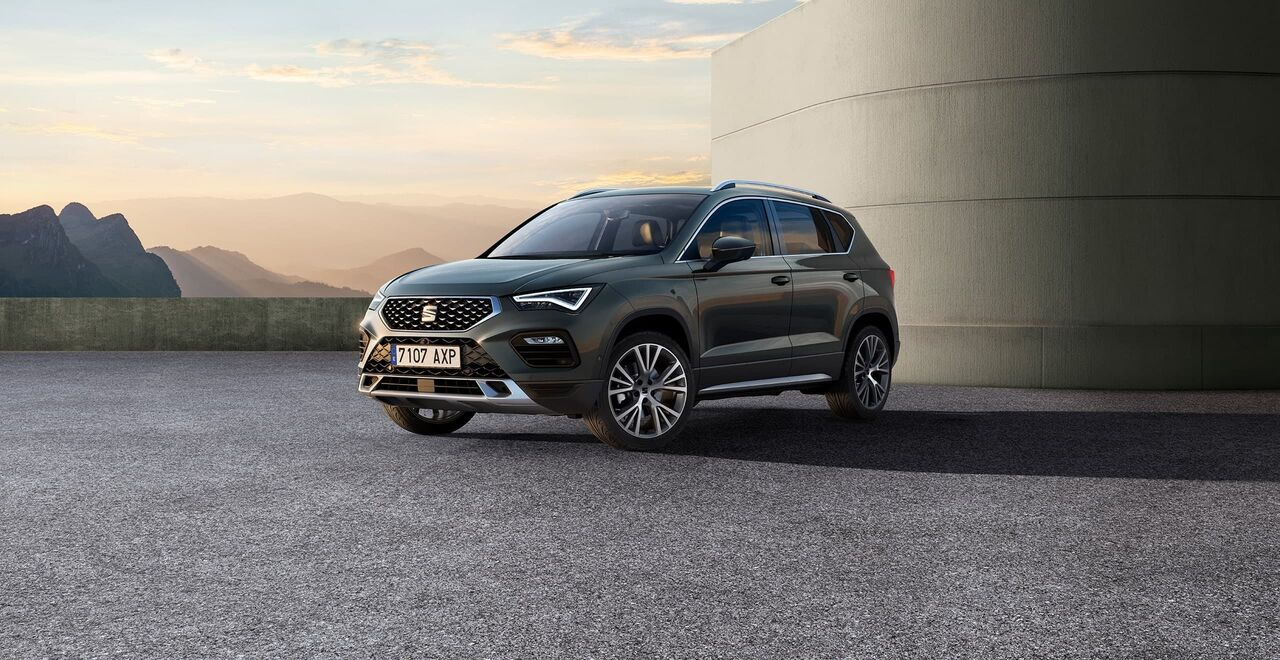 seat-ateca-suv-front-side-view